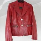 красная куртка-пиджак