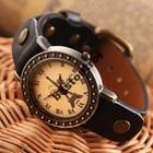 Женские наручные часы с Эйфелевой башней.