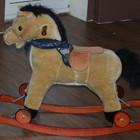 Продам лошадку качалку ,лошадка качалка полозья, колесики
