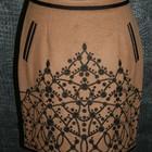 Продается теплая юбка с вышивкой