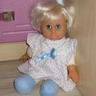 Маленькая куколка с рюкзаком-переноской и посудкой