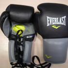 Профессиональные боевые перчатки Everlast 10oz.