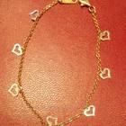 Золотой браслетик с сердечками.
