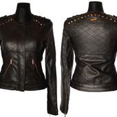 Стеганная женская кожаная куртка с шипами