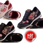 Кроссовки с цветочным принтом
