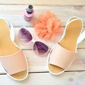 женские силиконовые сандалии бежевого цвета