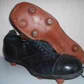 Футбольные бутсы из гвоздей и кожи
