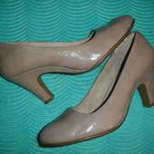 Фирменные (Англия) кожаные стильные туфли классика на наш 41 размер