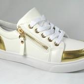 модные женские кроссовки с замком и золотыми элементами