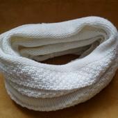 Красивий белоснежний шарф, хомут в 2 раза