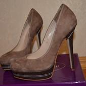 Крутые туфли от Sasha Fabiani