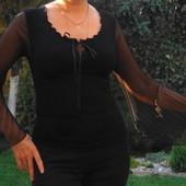 Французская блузка с плиссированными шифоновыми рукавами.