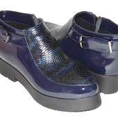 Скидка, стильные ботинки, из лакированной кожи синего цвета