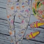 4 года 104 см Фирменные джинсы скинни для моднявок Очень модные цветочки Next Некст