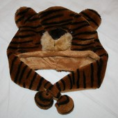 Демисезонная шапка тигр.