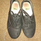мягенькие фирменные кожаные туфли для школьницы р.33