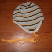Теплая шапка на весну осень на флисе на ог 48-50