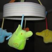 подвесной мобиль с забавными слониками