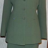 Гарний жіночий костюм 46-48розм