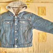 Джинсовые куртки + флис. кофта 2 в 1  мальчикам- двойняшкам 6 -7 лет  большемерят