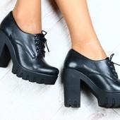 Новинка!Черные ботинки на каблуке и шнурках.Хит 2017