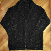 Мужской свитер на молнии с высоким горлом.