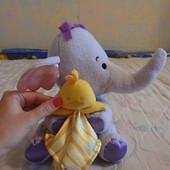 продам мягкого слоника-погремушку с платочком утенком:)Fisher-Price