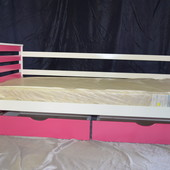 Детская кровать Аня из бука, с ящиками и бортиками в комплекте.