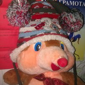 Очень теплая  яркая  Польская шапка на овчинке !!