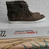 стильные ботинки с бахромой и вышивкой в стиле этно