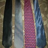 галстуки мужские отличные 200 грн. за все.