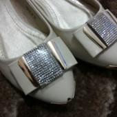 Продам новые нарядные туфли балетки