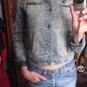 классный джинсовый пиджак на 134-140