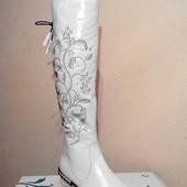 Ботфорты зимние кожаные женские белого цвета.