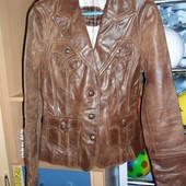 Стильная фирменная кожаная курточка р. 36