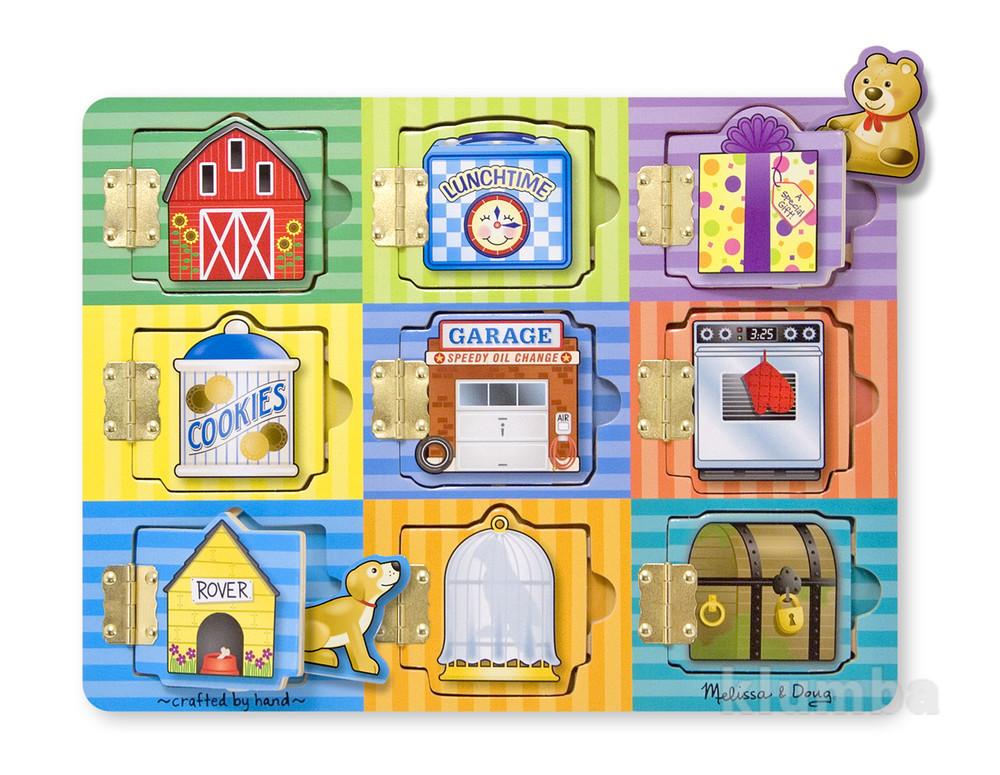 Деревянные игрушки – застежки, доска из дерева и фигурками на магнитах фото №1