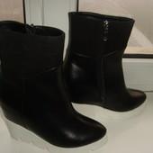 Модные ботиночки на скрытой танкетке, в наличии, размер 37, зима