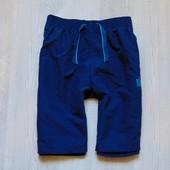 Стильные пляжные шорты для мальчика. Внутри сетка. Есть боковые кармашки. Admiral. Размер 9-10 лет.