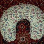 """Подушка для кормления фирмы """"Макошь""""."""