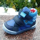 ботинки демисезонные для мальчика размер  22-14 см  с синей стрелкой