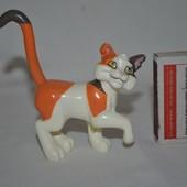 Фирменная фигурка кота из мультфильма