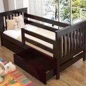 Детская и подростковая кровать Тиса из бука с ящиками и бортиками.