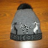 Продам прикольную шапку с натуральным бубоном