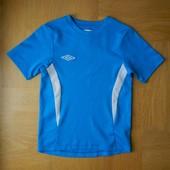 134-140 см Umbro как новая фирменная футболка. Длина - 50/53 см, ширина - 36 см. Без дефектов.
