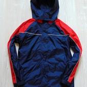 Яркая ветровка с капюшоном для мальчика. C&A. Размер 8-10 лет. Состояние: новой вещи.