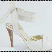 босоножки на каблуке белые. кожа. распродажа остатков магазина