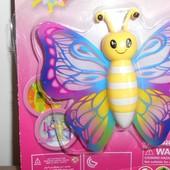 Бабочка-лизун, сползает по стеклу или стене, размер 8,5 х 9 см
