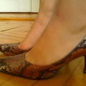 Красивые туфли 37р, стелька - 24 см, нюанс