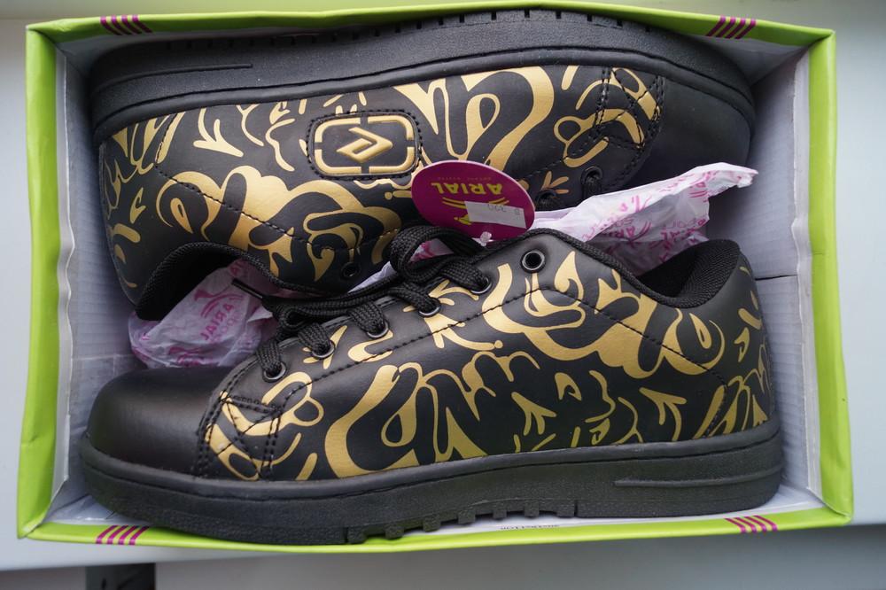Кроссовки черные с принтом новые р. 38, 39, 41 фото №2