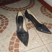 Красиві Туфельки 36 розмір шкіра Італія